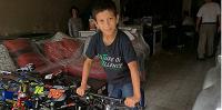 Niño al que le robaron el dinero de su venta en Santa Rosa, estudia y trabaja para ayudar a su familia