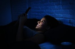 5 Razones para dejar de revisar el celular antes de dormir