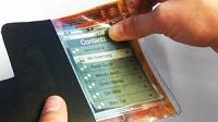 ¿Dos pantallas en una?: Presentan el primer teléfono flexible que se dobla por la mitad